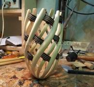Плетеная резная ваза из дерева