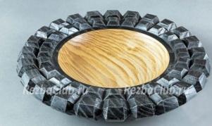 Точеная тарелка с нарезными гранями