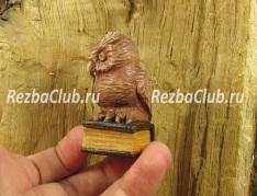 Как вырезать из дерева миниатюрную фигурку сова на книге