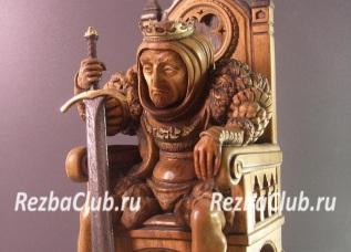 Символ власти — монарх с мечом