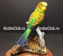 Попугай из дерева на ветке — фигурка