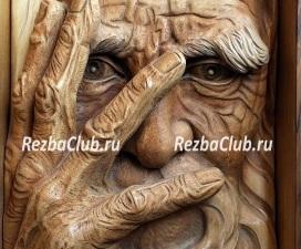 Старик прикрывающий лицо рукой