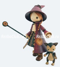 Точеная кукла в плаще и шляпе