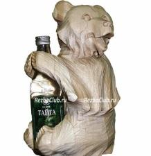 Медведь держащий бутылку в лапах