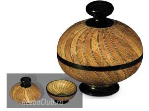 Спиральная точеная ваза из клиновидных сегментов
