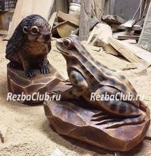 Лягушка — фигурка вырезанная бензопилой